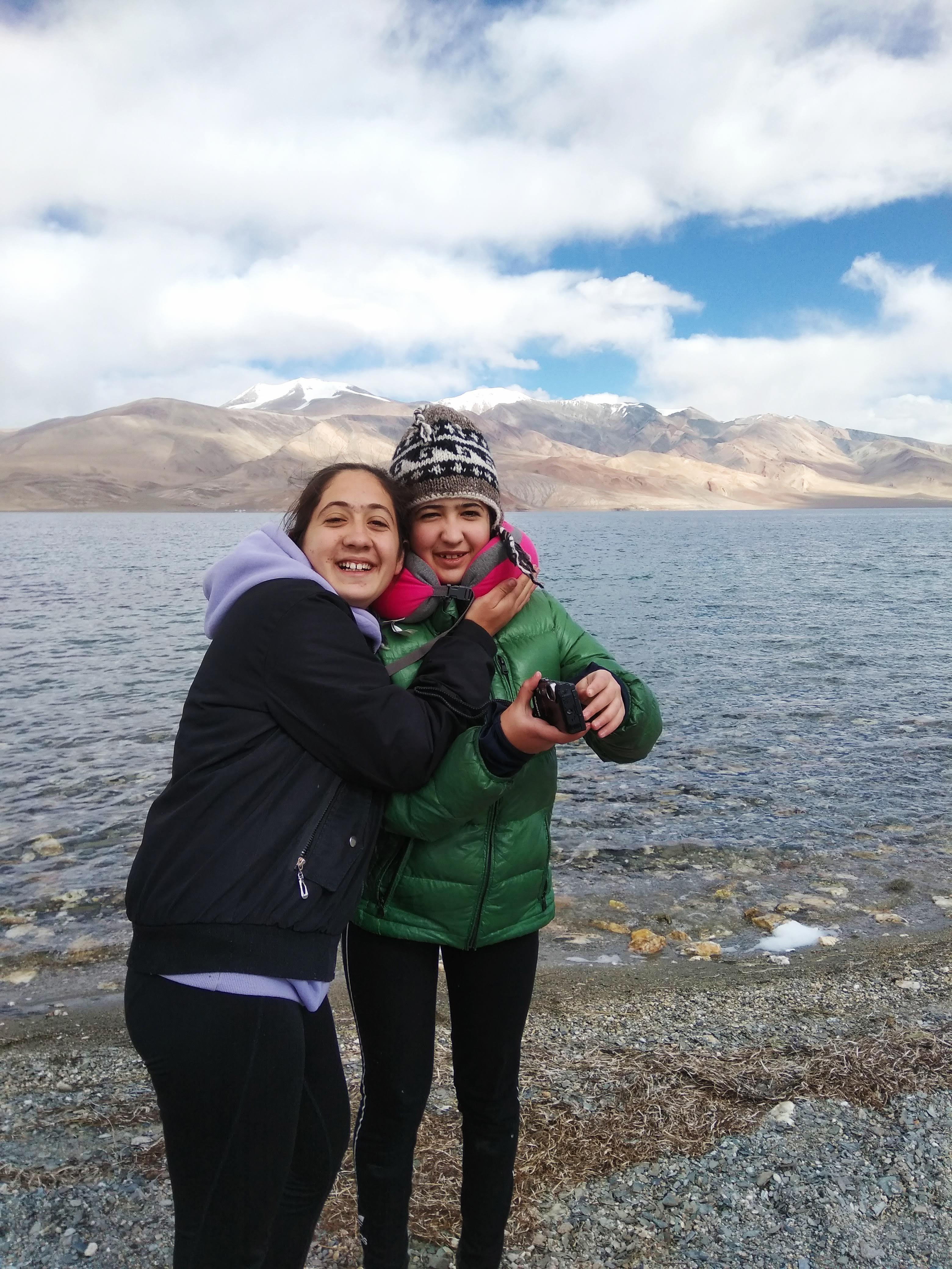 רני וגלי באגם טסומורירי